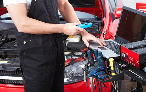 Expert providing auto care with the help of auto tools in Saint Peters, MO