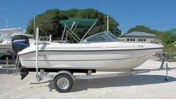 18' Boston Whaler Ventura DC 2000