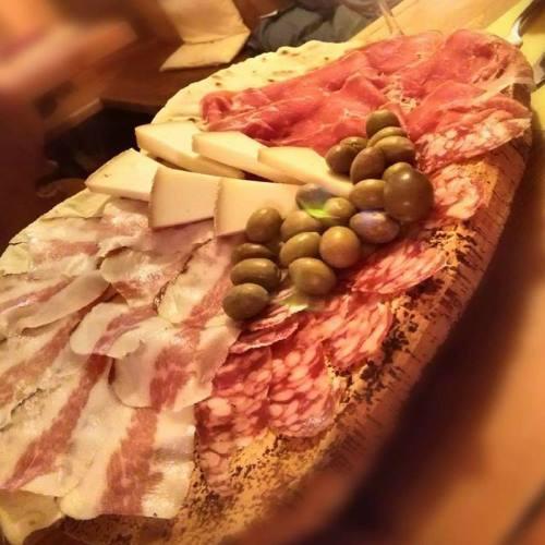 Uno dei piatti stella del ristorante:tagliere del pastore con salumi e formaggi Isolani