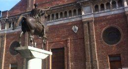 Statua del Regisole Piazza Duomo Pavia