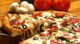 pizza alla nutella, pizza al prosciutto, pizza ai funghi