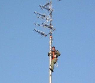 uomo su antenna
