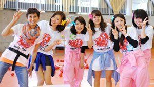 Volunteers wearing 2014 Chubu Walkathon T-shirts