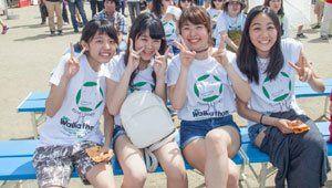 Volunteers wearing 2015 Chubu Walkathon T-shirts