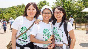 Volunteers wearing 2016 Chubu Walkathon T-shirts