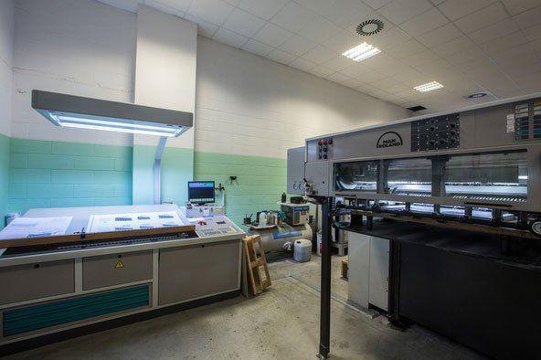 dei macchinari industriali in una tipografia