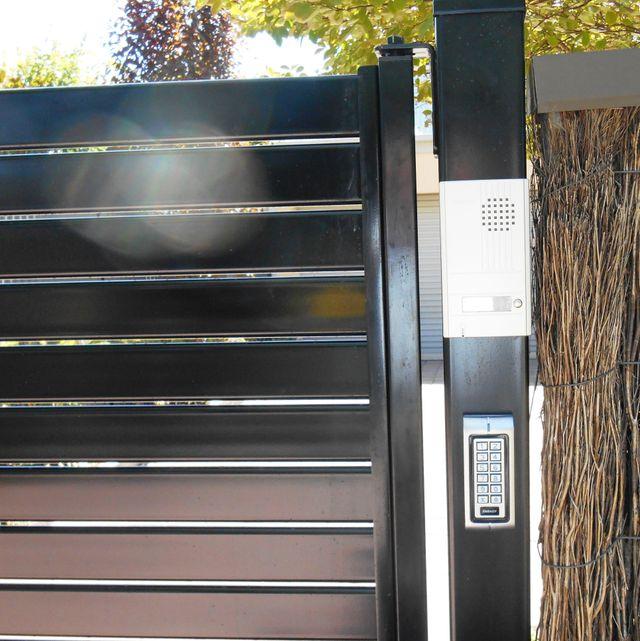 HROIZONTAL SLAT GATE WITH KEY PAD AND INTERCOM