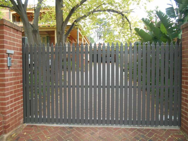 STEEL PICKET AUTOMATIC SLIDING GATE FLAT TOP