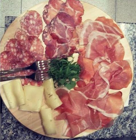 Salumi freschi presso Il Negozietto Gastronomia a Viterbo