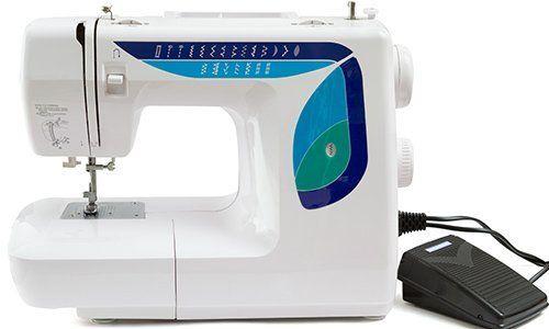 una macchina da  cucire di color bianco