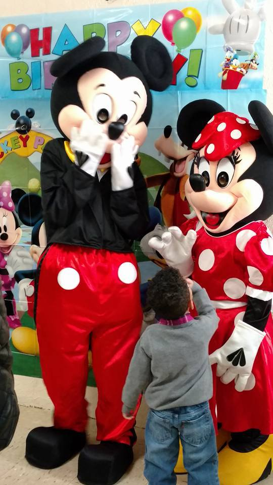 mickey and minnie mouse impersonators