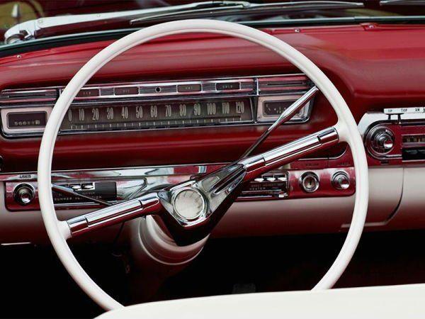 un posto guida di una macchina vintage