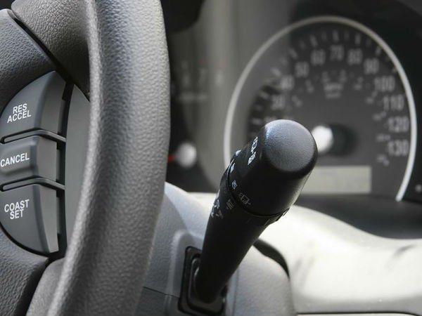 il comando delle luci in una macchina