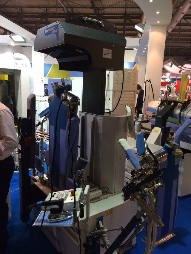 macchinario per stiratura automatizzata camice