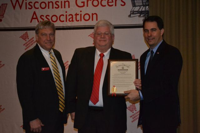 Steve Loehr receives the 2016 Grocers Care Award