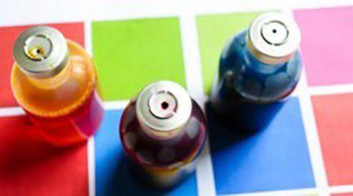 tre bottiglie di colori