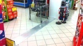 carrelli e scaffali per supermercati