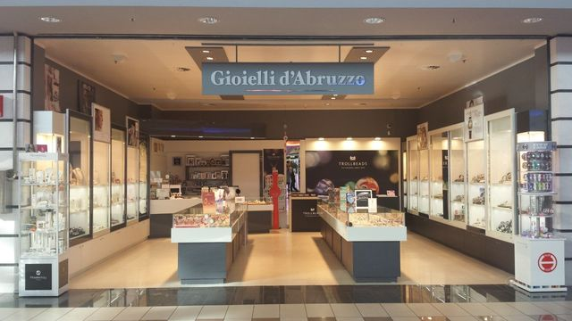 Vista del locale di Gioielli d`Abruzzo a Chieti Scalo