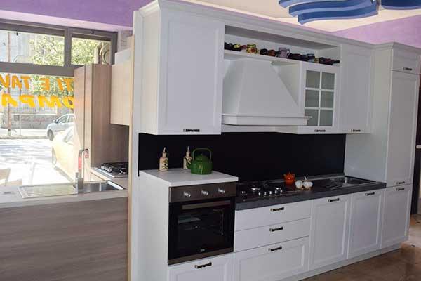 cucina in legno bianca