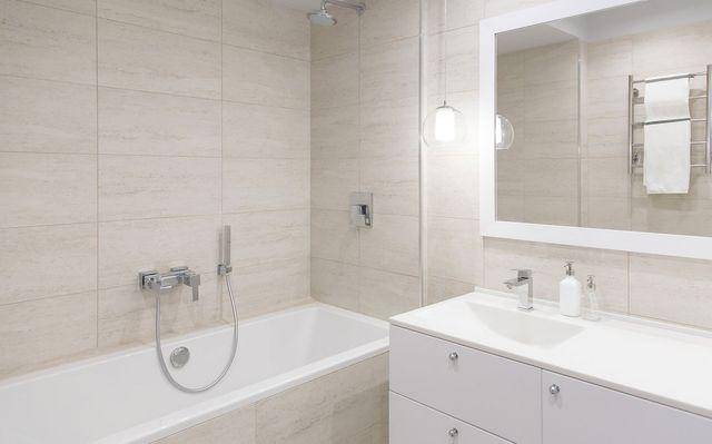 Update bathtub wall surrounds