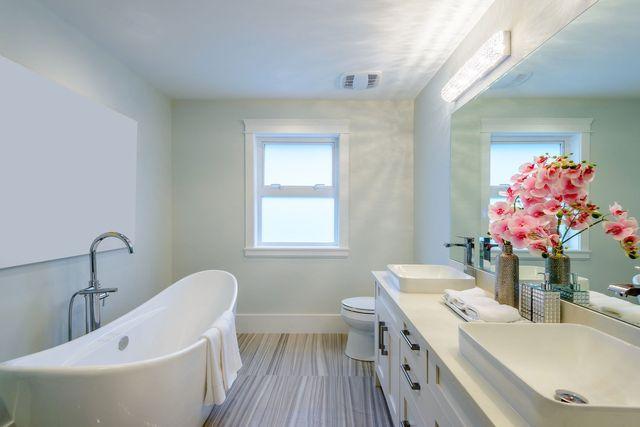 Remodel bathrooms in Centerton, AR