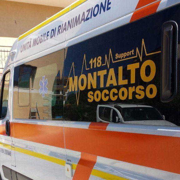 ambulanza sulla strada