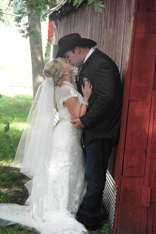 Hole N' The Wall Lodge Wedding