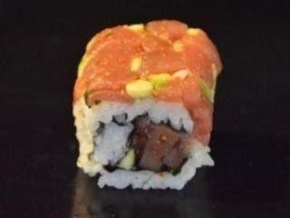 sushi al tonno e avocado