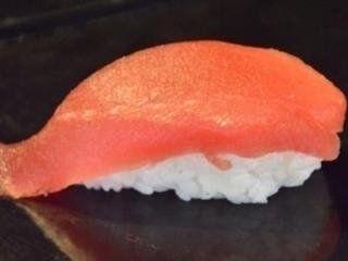 del sushi con tonno