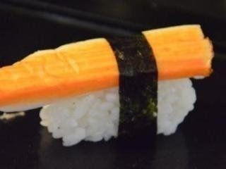 del sushi con alghe e surimi