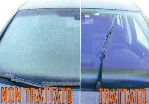 la differenza tra un vetro anteriore trattato e uno non
