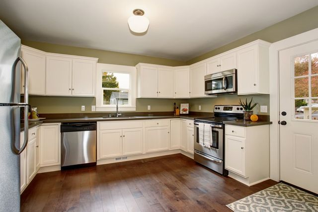 Should You Stain or Paint Your Kitchen Cabinets?