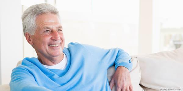 Mit Implantaten können komplett festsitzende Zähne gemacht werden, die eine Totalprothese überflüssig machen.