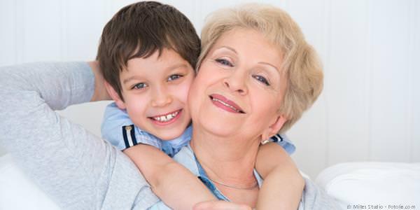 Wenn der Kieferknochen zu klein für Implantate ist, kann er mit chirurgischen Maßnahmen aufgebaut werden.