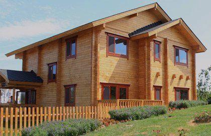 casa in legno a Monte Scudaio tre quarti destro pieno giorno