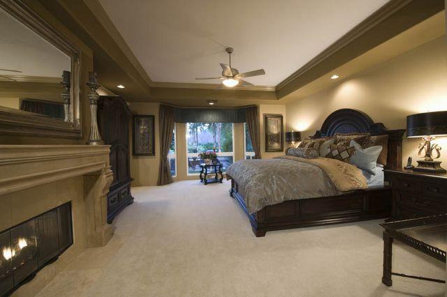 carpeted beedroom
