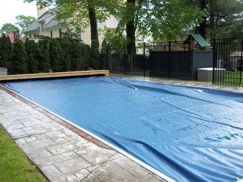 Closed Bench Style Automatic Pool Cover   Solar Pool Enclosures Of NY Inc