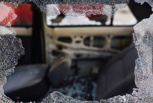 Vetro auto danneggiato