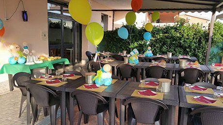 La gente mangia al ristorante Pappappero Ristofamily a Roma