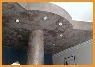 colonna e facciata danneggiate