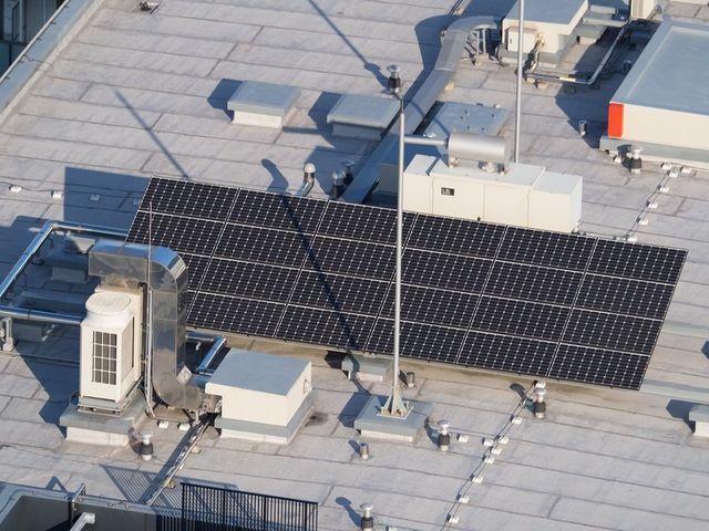 pannelli solari installati su di un tetto