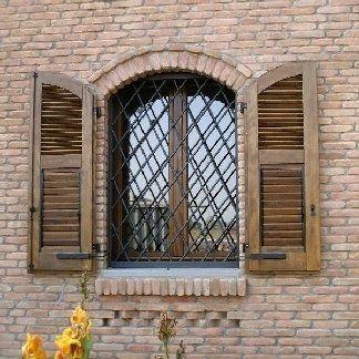 inferriate ad una finestra