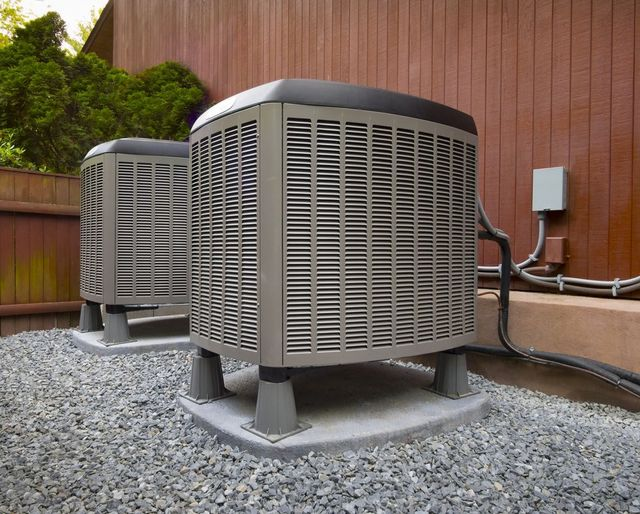 30 years experienced technician cleaning air duct and exceptional cooling services in Baraboo, WI