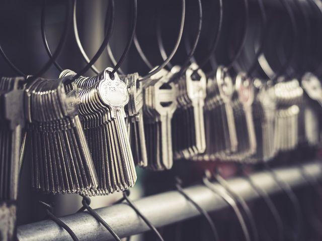 mazzo di chiavi in catene