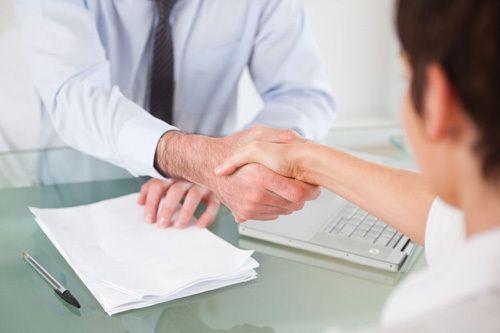 Man shaking hands with a bondsman in Texarkana, TX