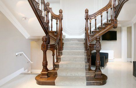 Staircase wood polishing