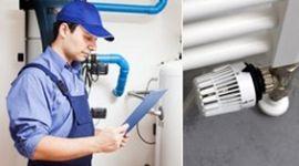 tecnico che controlla impianto, valvola termosifone, impianto termoidraulico residenziale