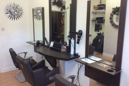 Studio 5 unisex salon stylish unisex hair salon in windsor for 201 twiggs studio salon