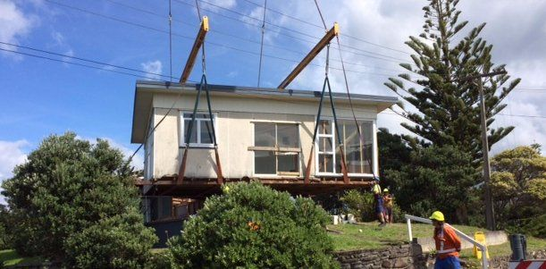 House being removed with the help of crane in Paengaroa