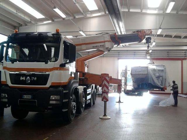 smistamento merci, servizi di pulizia, logistica